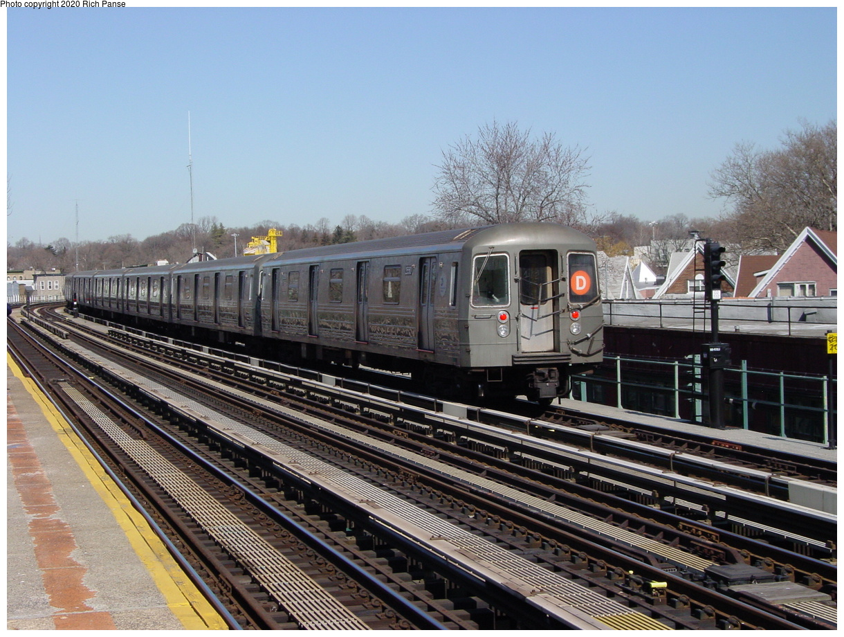 (98k, 820x620)<br><b>Country:</b> United States<br><b>City:</b> New York<br><b>System:</b> New York City Transit<br><b>Line:</b> BMT West End Line<br><b>Location:</b> 62nd Street <br><b>Route:</b> D<br><b>Car:</b> R-68 (Westinghouse-Amrail, 1986-1988)  2550 <br><b>Photo by:</b> Richard Panse<br><b>Date:</b> 2/28/2004<br><b>Viewed (this week/total):</b> 3 / 3986