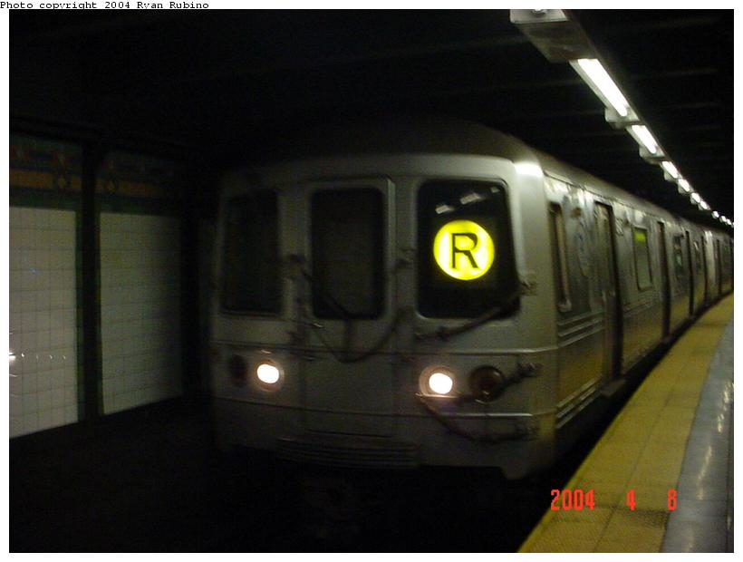 (49k, 820x620)<br><b>Country:</b> United States<br><b>City:</b> New York<br><b>System:</b> New York City Transit<br><b>Line:</b> BMT Broadway Line<br><b>Location:</b> 14th Street/Union Square <br><b>Route:</b> R<br><b>Car:</b> R-46 (Pullman-Standard, 1974-75)  <br><b>Photo by:</b> Ryan Rubino<br><b>Date:</b> 4/8/2004<br><b>Viewed (this week/total):</b> 2 / 4497