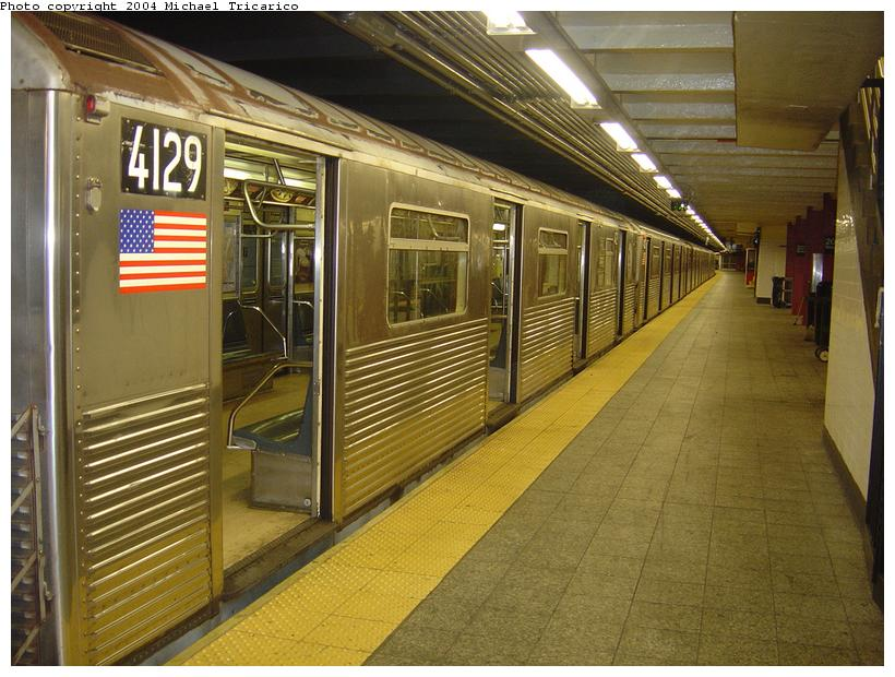 (99k, 820x620)<br><b>Country:</b> United States<br><b>City:</b> New York<br><b>System:</b> New York City Transit<br><b>Line:</b> IND 8th Avenue Line<br><b>Location:</b> 207th Street <br><b>Route:</b> A<br><b>Car:</b> R-38 (St. Louis, 1966-1967)  4129 <br><b>Photo by:</b> Michael Tricarico<br><b>Date:</b> 4/13/2004<br><b>Viewed (this week/total):</b> 1 / 4604