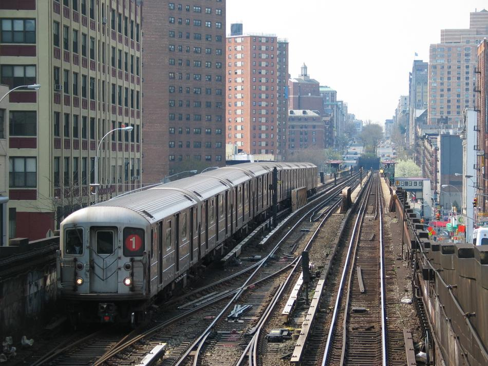 (137k, 950x713)<br><b>Country:</b> United States<br><b>City:</b> New York<br><b>System:</b> New York City Transit<br><b>Line:</b> IRT West Side Line<br><b>Location:</b> 125th Street <br><b>Route:</b> 1<br><b>Car:</b> R-62A (Bombardier, 1984-1987)   <br><b>Photo by:</b> David of Broadway<br><b>Date:</b> 4/18/2004<br><b>Viewed (this week/total):</b> 3 / 4240