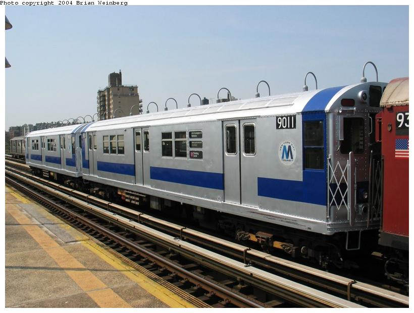 (83k, 820x620)<br><b>Country:</b> United States<br><b>City:</b> New York<br><b>System:</b> New York City Transit<br><b>Line:</b> IRT West Side Line<br><b>Location:</b> 238th Street <br><b>Route:</b> Fan Trip<br><b>Car:</b> R-33 Main Line (St. Louis, 1962-63) 9011 <br><b>Photo by:</b> Brian Weinberg<br><b>Date:</b> 4/18/2004<br><b>Viewed (this week/total):</b> 4 / 2927