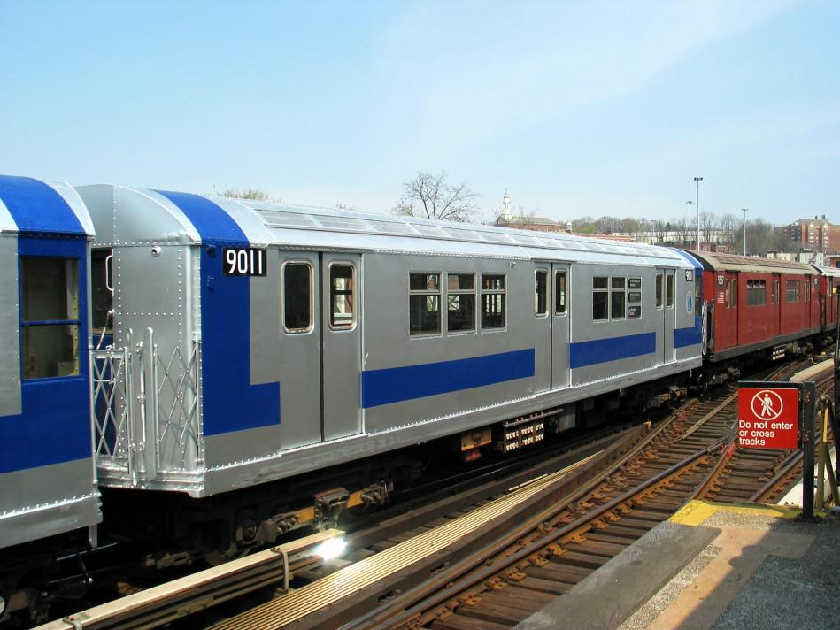 (90k, 949x712)<br><b>Country:</b> United States<br><b>City:</b> New York<br><b>System:</b> New York City Transit<br><b>Line:</b> IRT West Side Line<br><b>Location:</b> 238th Street <br><b>Route:</b> Fan Trip<br><b>Car:</b> R-33 Main Line (St. Louis, 1962-63) 9011 <br><b>Photo by:</b> David of Broadway<br><b>Date:</b> 4/18/2004<br><b>Viewed (this week/total):</b> 0 / 2381