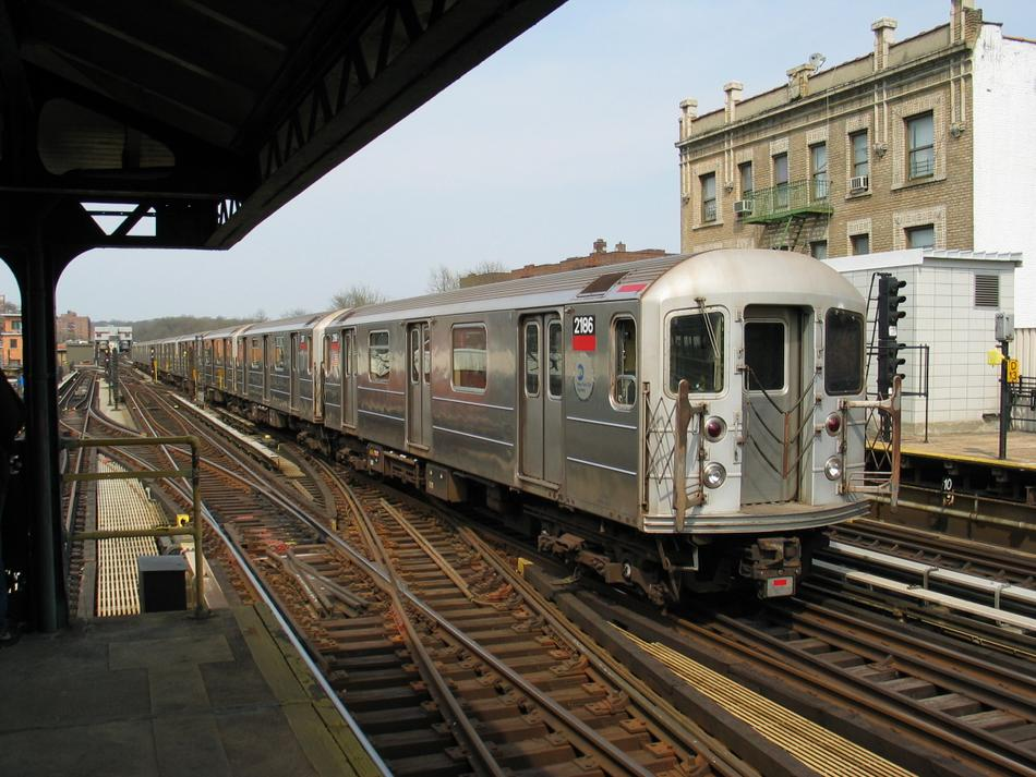 (118k, 950x713)<br><b>Country:</b> United States<br><b>City:</b> New York<br><b>System:</b> New York City Transit<br><b>Line:</b> IRT West Side Line<br><b>Location:</b> 238th Street <br><b>Route:</b> 1<br><b>Car:</b> R-62A (Bombardier, 1984-1987)  2186 <br><b>Photo by:</b> David of Broadway<br><b>Date:</b> 4/18/2004<br><b>Viewed (this week/total):</b> 2 / 3061