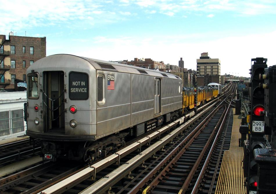 (98k, 950x666)<br><b>Country:</b> United States<br><b>City:</b> New York<br><b>System:</b> New York City Transit<br><b>Line:</b> IRT West Side Line<br><b>Location:</b> 207th Street <br><b>Route:</b> Work Service<br><b>Car:</b> R-127/R-134 (Kawasaki, 1991-1996) EP005 <br><b>Photo by:</b> David of Broadway<br><b>Date:</b> 4/25/2004<br><b>Viewed (this week/total):</b> 5 / 4073