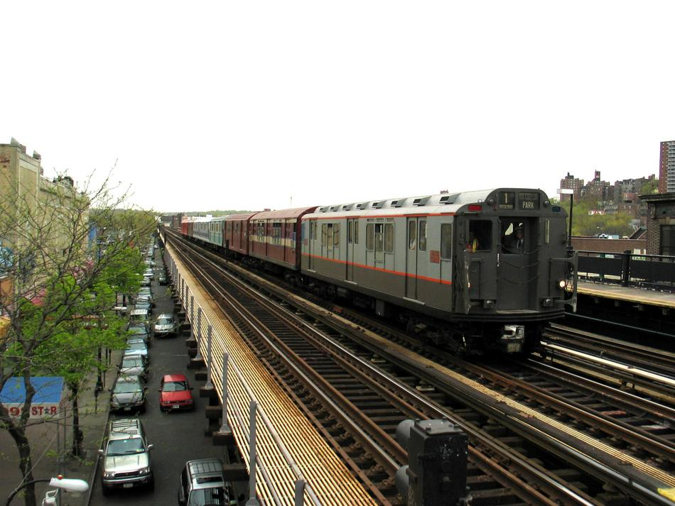 (97k, 950x713)<br><b>Country:</b> United States<br><b>City:</b> New York<br><b>System:</b> New York City Transit<br><b>Line:</b> IRT West Side Line<br><b>Location:</b> 231st Street <br><b>Route:</b> Fan Trip<br><b>Car:</b> R-12 (American Car & Foundry, 1948) 5760 <br><b>Photo by:</b> David of Broadway<br><b>Date:</b> 4/25/2004<br><b>Viewed (this week/total):</b> 3 / 3910