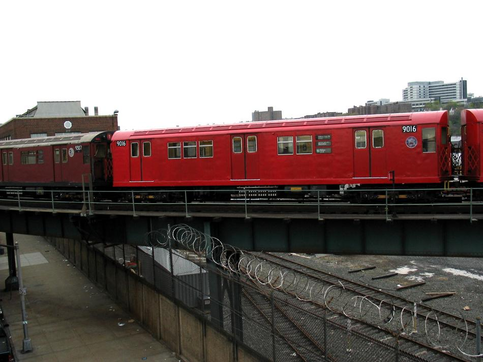 (80k, 950x713)<br><b>Country:</b> United States<br><b>City:</b> New York<br><b>System:</b> New York City Transit<br><b>Location:</b> 207th Street Yard<br><b>Route:</b> Fan Trip<br><b>Car:</b> R-33 Main Line (St. Louis, 1962-63) 9016 <br><b>Photo by:</b> David of Broadway<br><b>Date:</b> 4/25/2004<br><b>Viewed (this week/total):</b> 0 / 2806