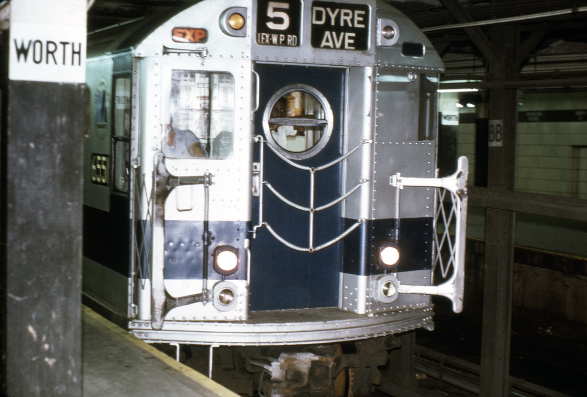 (359k, 1044x724)<br><b>Country:</b> United States<br><b>City:</b> New York<br><b>System:</b> New York City Transit<br><b>Line:</b> IRT East Side Line<br><b>Location:</b> Brooklyn Bridge/City Hall <br><b>Car:</b> R-17 (St. Louis, 1955-56) 6551 <br><b>Collection of:</b> David Pirmann<br><b>Viewed (this week/total):</b> 1 / 3396