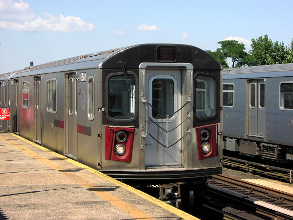 (80k, 600x450)<br><b>Country:</b> United States<br><b>City:</b> New York<br><b>System:</b> New York City Transit<br><b>Line:</b> IRT White Plains Road Line<br><b>Location:</b> Allerton Avenue <br><b>Route:</b> 2<br><b>Car:</b> R-142 (Primary Order, Bombardier, 1999-2002)  6581 <br><b>Photo by:</b> Trevor Logan<br><b>Date:</b> 7/2001<br><b>Viewed (this week/total):</b> 5 / 5517