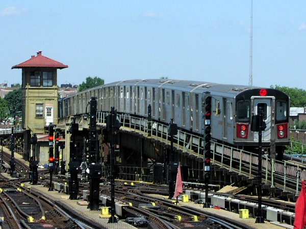 (84k, 600x450)<br><b>Country:</b> United States<br><b>City:</b> New York<br><b>System:</b> New York City Transit<br><b>Line:</b> IRT White Plains Road Line<br><b>Location:</b> 238th Street (Nereid Avenue) <br><b>Route:</b> 2<br><b>Car:</b> R-142 (Primary Order, Bombardier, 1999-2002)  6605 <br><b>Photo by:</b> Trevor Logan<br><b>Date:</b> 7/2001<br><b>Viewed (this week/total):</b> 0 / 6960