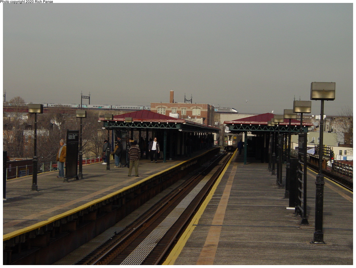 (60k, 820x620)<br><b>Country:</b> United States<br><b>City:</b> New York<br><b>System:</b> New York City Transit<br><b>Line:</b> BMT Astoria Line<br><b>Location:</b> Astoria Boulevard/Hoyt Avenue <br><b>Photo by:</b> Richard Panse<br><b>Date:</b> 2/3/2003<br><b>Viewed (this week/total):</b> 1 / 1364