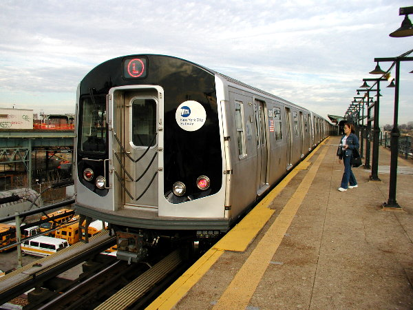 (89k, 600x450)<br><b>Country:</b> United States<br><b>City:</b> New York<br><b>System:</b> New York City Transit<br><b>Line:</b> BMT Canarsie Line<br><b>Location:</b> Atlantic Avenue <br><b>Route:</b> L<br><b>Car:</b> R-143 (Kawasaki, 2001-2002) 8108 <br><b>Photo by:</b> Trevor Logan<br><b>Date:</b> 12/6/2001<br><b>Viewed (this week/total):</b> 5 / 3893