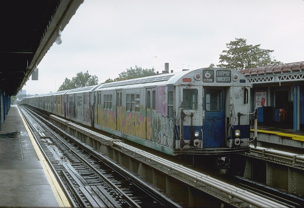 (221k, 1024x702)<br><b>Country:</b> United States<br><b>City:</b> New York<br><b>System:</b> New York City Transit<br><b>Line:</b> IRT Pelham Line<br><b>Location:</b> Westchester Square <br><b>Route:</b> 6<br><b>Car:</b> R-29 (St. Louis, 1962) 8591 <br><b>Photo by:</b> Joe Testagrose<br><b>Date:</b> 9/24/1977<br><b>Viewed (this week/total):</b> 1 / 5829