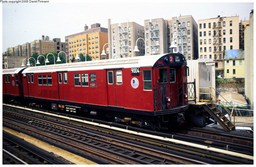 (240k, 1044x683)<br><b>Country:</b> United States<br><b>City:</b> New York<br><b>System:</b> New York City Transit<br><b>Line:</b> IRT White Plains Road Line<br><b>Location:</b> 174th Street <br><b>Car:</b> R-33 Main Line (St. Louis, 1962-63) 9004 <br><b>Photo by:</b> David Pirmann<br><b>Date:</b> 7/21/1999<br><b>Viewed (this week/total):</b> 8 / 4455