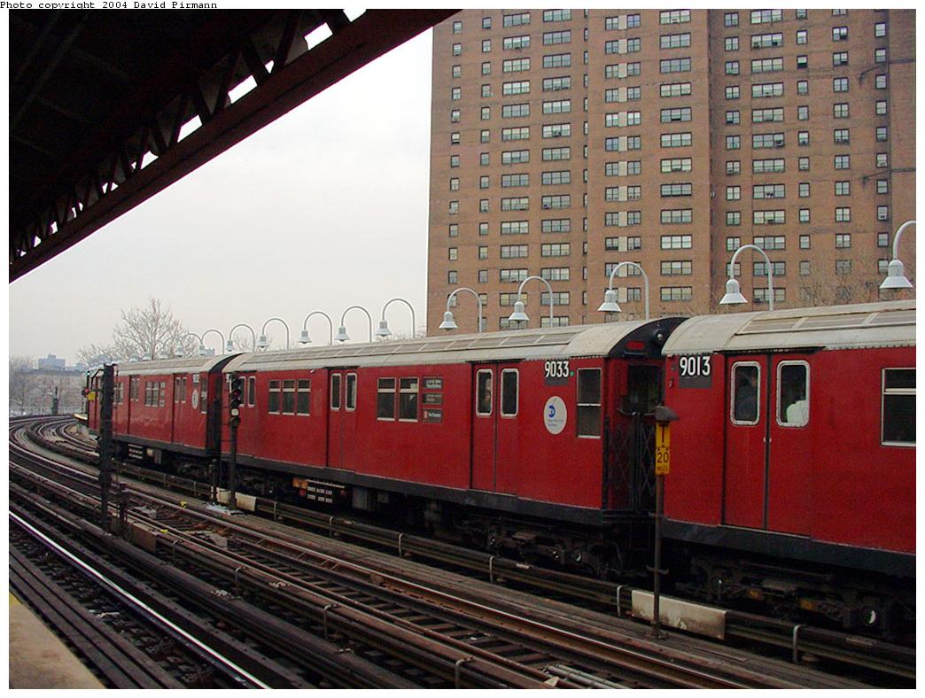(145k, 1044x788)<br><b>Country:</b> United States<br><b>City:</b> New York<br><b>System:</b> New York City Transit<br><b>Line:</b> IRT White Plains Road Line<br><b>Location:</b> Jackson Avenue <br><b>Route:</b> 2<br><b>Car:</b> R-33 Main Line (St. Louis, 1962-63) 9033 <br><b>Photo by:</b> David Pirmann<br><b>Date:</b> 1/14/2001<br><b>Viewed (this week/total):</b> 1 / 2829