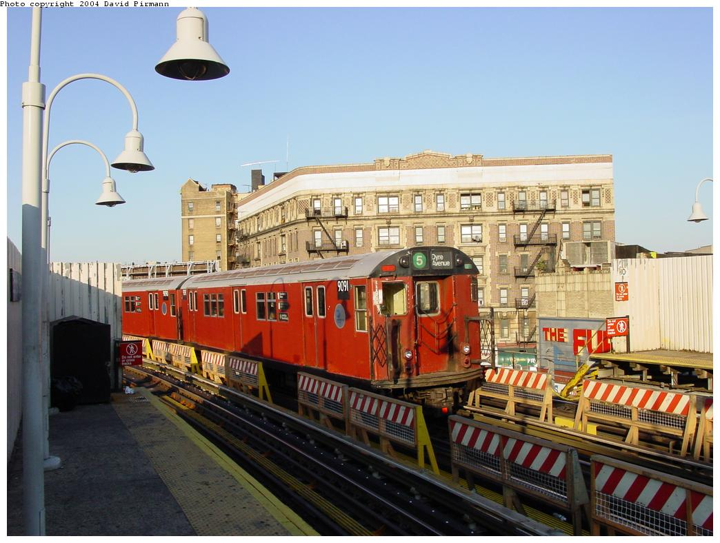 (131k, 1044x788)<br><b>Country:</b> United States<br><b>City:</b> New York<br><b>System:</b> New York City Transit<br><b>Line:</b> IRT White Plains Road Line<br><b>Location:</b> Simpson Street <br><b>Route:</b> 5<br><b>Car:</b> R-33 Main Line (St. Louis, 1962-63) 9091 <br><b>Photo by:</b> David Pirmann<br><b>Date:</b> 8/21/2002<br><b>Viewed (this week/total):</b> 9 / 4355