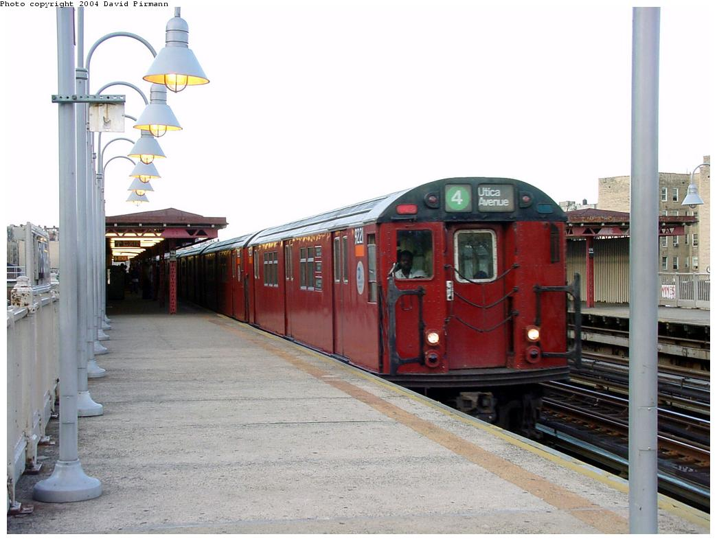 (112k, 1044x788)<br><b>Country:</b> United States<br><b>City:</b> New York<br><b>System:</b> New York City Transit<br><b>Line:</b> IRT Woodlawn Line<br><b>Location:</b> 176th Street <br><b>Route:</b> 4<br><b>Car:</b> R-33 Main Line (St. Louis, 1962-63) 9221 <br><b>Photo by:</b> David Pirmann<br><b>Date:</b> 7/12/2001<br><b>Viewed (this week/total):</b> 2 / 5603