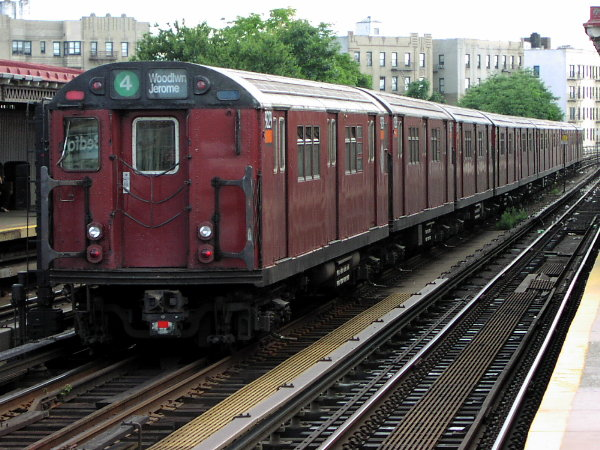 (94k, 600x450)<br><b>Country:</b> United States<br><b>City:</b> New York<br><b>System:</b> New York City Transit<br><b>Line:</b> IRT Woodlawn Line<br><b>Location:</b> Bedford Park Boulevard <br><b>Route:</b> 4<br><b>Car:</b> R-33 Main Line (St. Louis, 1962-63) 9229 <br><b>Photo by:</b> Trevor Logan<br><b>Date:</b> 7/15/2001<br><b>Viewed (this week/total):</b> 2 / 4459