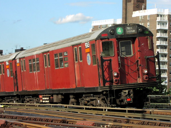 (85k, 600x450)<br><b>Country:</b> United States<br><b>City:</b> New York<br><b>System:</b> New York City Transit<br><b>Line:</b> IRT Woodlawn Line<br><b>Location:</b> Bedford Park Boulevard <br><b>Route:</b> 4<br><b>Car:</b> R-33 Main Line (St. Louis, 1962-63) 9245 <br><b>Photo by:</b> Trevor Logan<br><b>Date:</b> 7/15/2001<br><b>Viewed (this week/total):</b> 10 / 4465