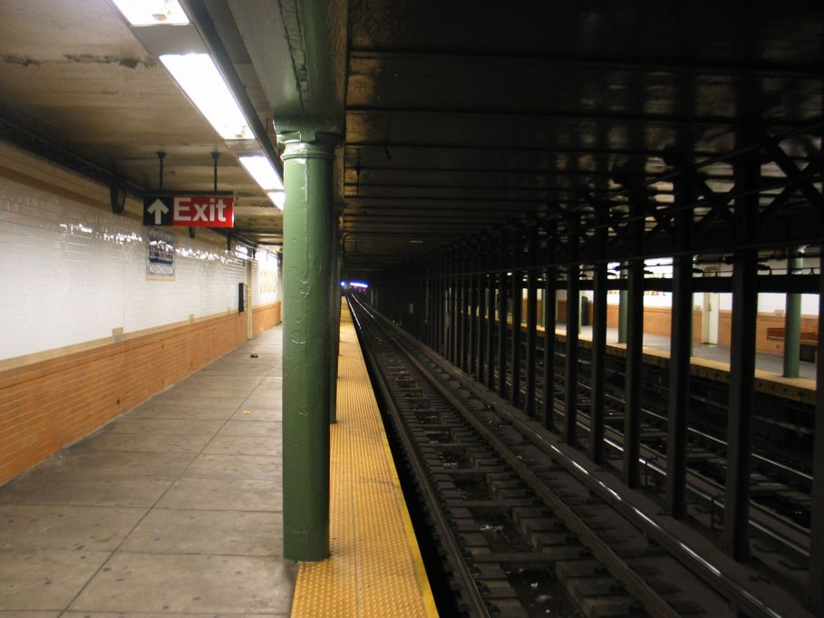 (86k, 909x682)<br><b>Country:</b> United States<br><b>City:</b> New York<br><b>System:</b> New York City Transit<br><b>Line:</b> IRT Lenox Line<br><b>Location:</b> 116th Street <br><b>Photo by:</b> Brian Weinberg<br><b>Date:</b> 5/17/2004<br><b>Viewed (this week/total):</b> 0 / 4911