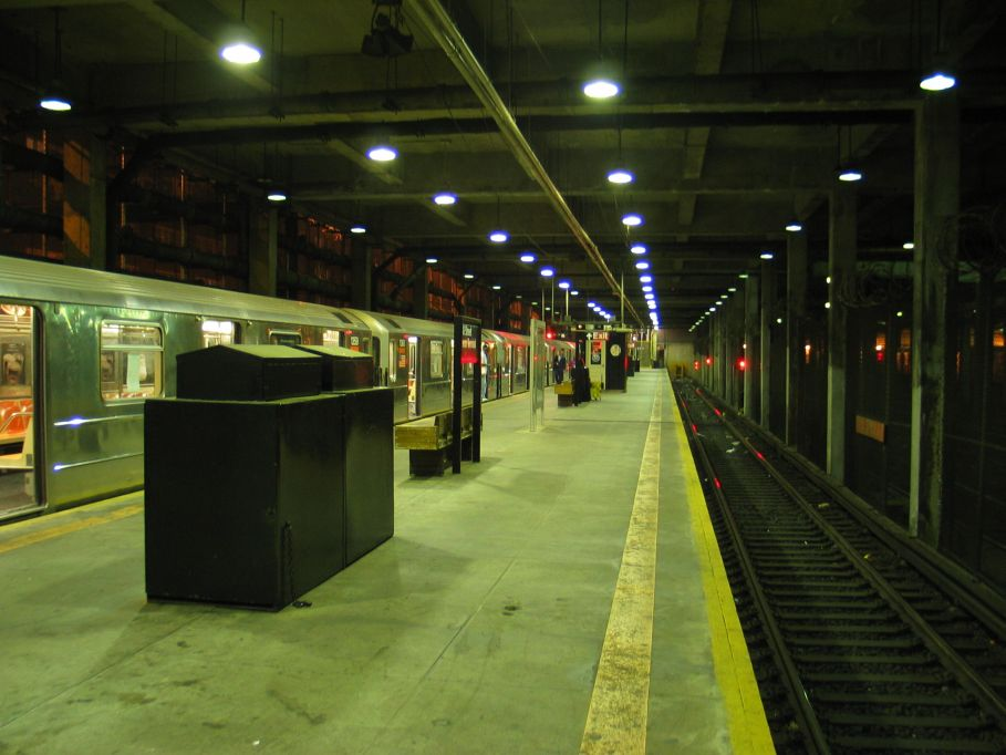 (87k, 909x682)<br><b>Country:</b> United States<br><b>City:</b> New York<br><b>System:</b> New York City Transit<br><b>Line:</b> IRT Lenox Line<br><b>Location:</b> 148th Street/Lenox Terminal <br><b>Car:</b> R-62 (Kawasaki, 1983-1985)  1359 <br><b>Photo by:</b> Brian Weinberg<br><b>Date:</b> 5/17/2004<br><b>Viewed (this week/total):</b> 4 / 7086