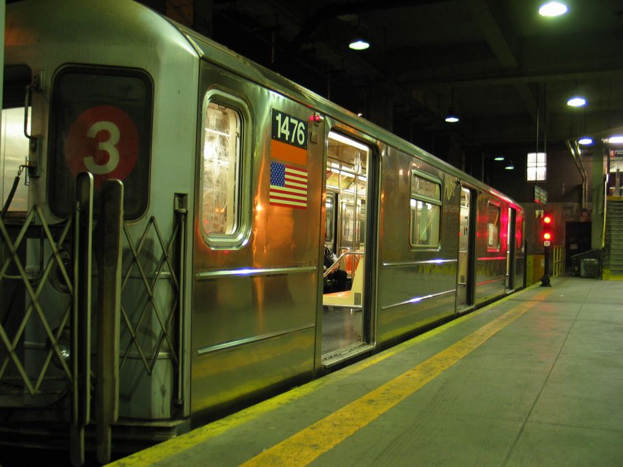 (93k, 909x682)<br><b>Country:</b> United States<br><b>City:</b> New York<br><b>System:</b> New York City Transit<br><b>Line:</b> IRT Lenox Line<br><b>Location:</b> 148th Street/Lenox Terminal <br><b>Car:</b> R-62 (Kawasaki, 1983-1985)  1476 <br><b>Photo by:</b> Brian Weinberg<br><b>Date:</b> 5/17/2004<br><b>Viewed (this week/total):</b> 0 / 3863