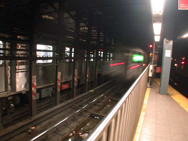(42k, 800x600)<br><b>Country:</b> United States<br><b>City:</b> New York<br><b>System:</b> New York City Transit<br><b>Line:</b> IRT East Side Line<br><b>Location:</b> 14th Street/Union Square <br><b>Route:</b> 4<br><b>Photo by:</b> Josh Lubchansky<br><b>Date:</b> 5/2004<br><b>Viewed (this week/total):</b> 1 / 5114