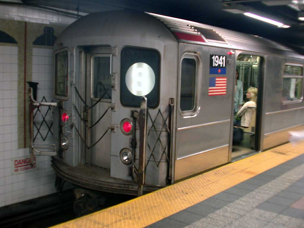 (56k, 1024x768)<br><b>Country:</b> United States<br><b>City:</b> New York<br><b>System:</b> New York City Transit<br><b>Line:</b> IRT Times Square-Grand Central Shuttle<br><b>Location:</b> Grand Central <br><b>Route:</b> S<br><b>Car:</b> R-62A (Bombardier, 1984-1987)  1941 <br><b>Photo by:</b> Josh Lubchansky<br><b>Date:</b> 5/2004<br><b>Viewed (this week/total):</b> 0 / 3335