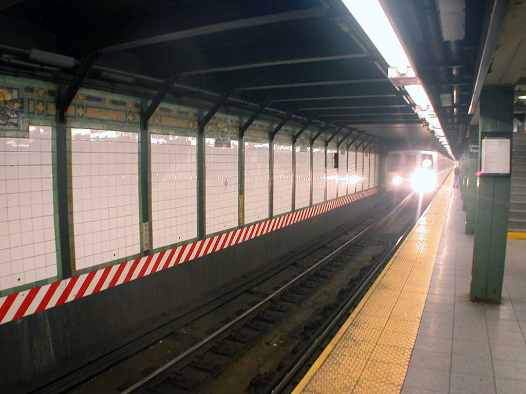 (67k, 1024x768)<br><b>Country:</b> United States<br><b>City:</b> New York<br><b>System:</b> New York City Transit<br><b>Line:</b> BMT Broadway Line<br><b>Location:</b> 14th Street/Union Square <br><b>Route:</b> R<br><b>Car:</b> R-46 (Pullman-Standard, 1974-75) 5880 <br><b>Photo by:</b> Josh Lubchansky<br><b>Date:</b> 5/2004<br><b>Viewed (this week/total):</b> 0 / 4750