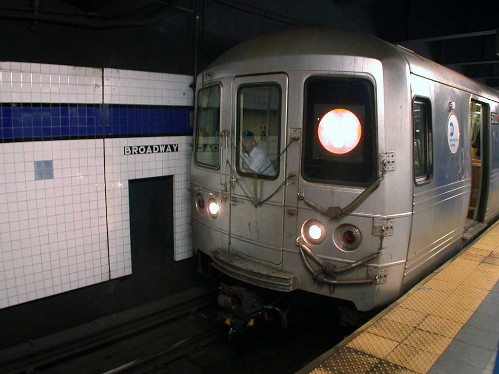 (61k, 1024x768)<br><b>Country:</b> United States<br><b>City:</b> New York<br><b>System:</b> New York City Transit<br><b>Line:</b> IND 6th Avenue Line<br><b>Location:</b> Broadway/Lafayette <br><b>Route:</b> V<br><b>Car:</b> R-46 (Pullman-Standard, 1974-75) 5702 <br><b>Photo by:</b> Josh Lubchansky<br><b>Date:</b> 5/2004<br><b>Viewed (this week/total):</b> 9 / 4203