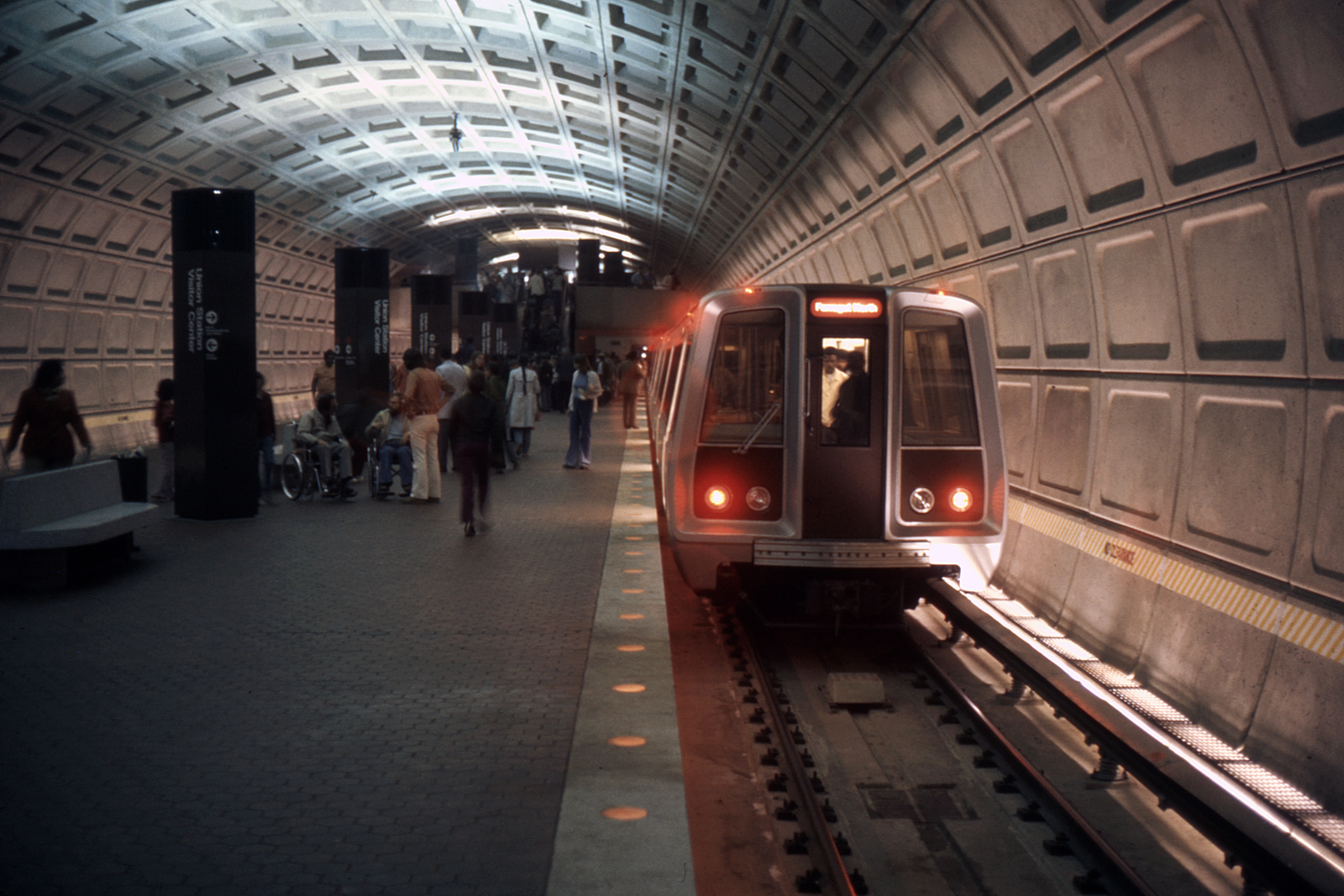 (346k, 1044x708)<br><b>Country:</b> United States<br><b>City:</b> Washington, D.C.<br><b>System:</b> Washington Metro (WMATA)<br><b>Line:</b> WMATA Red Line<br><b>Location:</b> Union Station <br><b>Collection of:</b> David Pirmann<br><b>Date:</b> 4/1976<br><b>Viewed (this week/total):</b> 18 / 7493