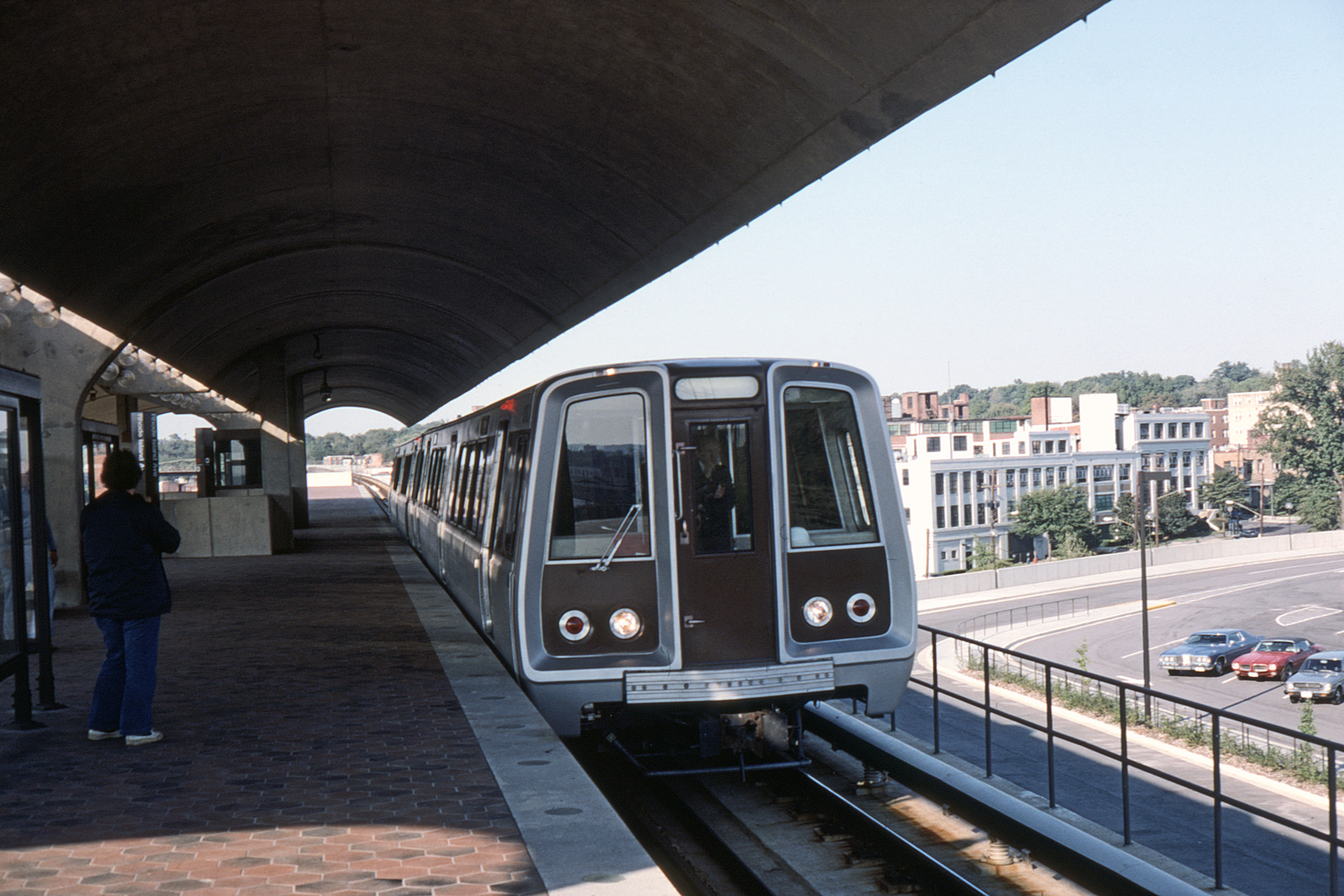 (356k, 1044x707)<br><b>Country:</b> United States<br><b>City:</b> Washington, D.C.<br><b>System:</b> Washington Metro (WMATA)<br><b>Line:</b> WMATA Red Line<br><b>Location:</b> Rhode Island Avenue <br><b>Collection of:</b> David Pirmann<br><b>Date:</b> 4/1976<br><b>Viewed (this week/total):</b> 20 / 5197