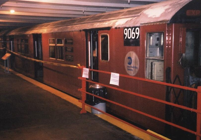 (66k, 810x566)<br><b>Country:</b> United States<br><b>City:</b> New York<br><b>System:</b> New York City Transit<br><b>Location:</b> New York Transit Museum<br><b>Car:</b> R-33 Main Line (St. Louis, 1962-63) 9069 <br><b>Photo by:</b> Gary Chatterton<br><b>Date:</b> 4/24/2004<br><b>Viewed (this week/total):</b> 1 / 4414