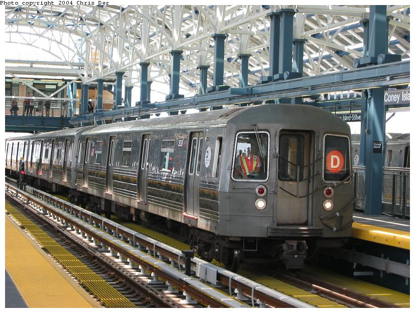 (112k, 820x620)<br><b>Country:</b> United States<br><b>City:</b> New York<br><b>System:</b> New York City Transit<br><b>Location:</b> Coney Island/Stillwell Avenue<br><b>Route:</b> D<br><b>Car:</b> R-68 (Westinghouse-Amrail, 1986-1988)  2628 <br><b>Photo by:</b> Chris Der<br><b>Date:</b> 5/23/2004<br><b>Viewed (this week/total):</b> 0 / 3761