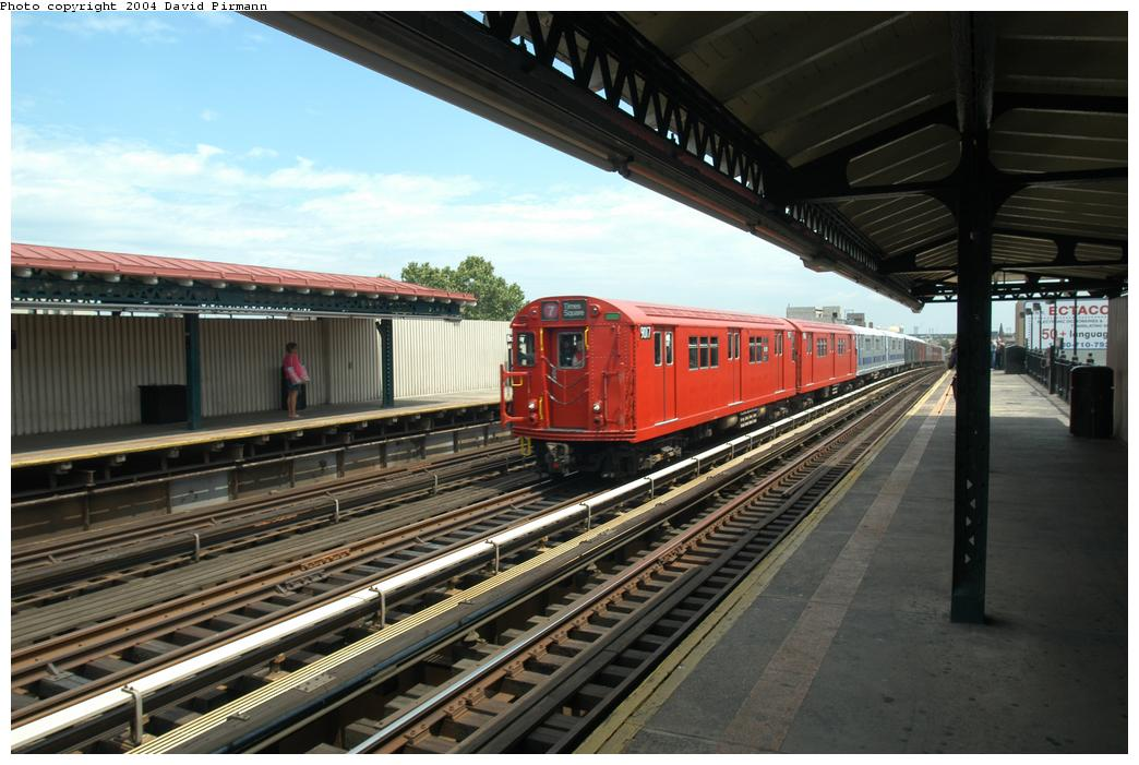 (158k, 1044x701)<br><b>Country:</b> United States<br><b>City:</b> New York<br><b>System:</b> New York City Transit<br><b>Line:</b> BMT Astoria Line<br><b>Location:</b> Broadway <br><b>Route:</b> Fan Trip<br><b>Car:</b> R-33 Main Line (St. Louis, 1962-63) 9017 <br><b>Photo by:</b> David Pirmann<br><b>Date:</b> 6/19/2004<br><b>Viewed (this week/total):</b> 0 / 2369