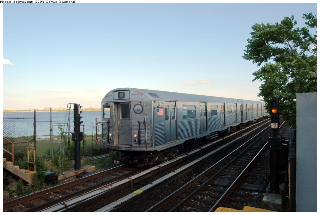 (146k, 1044x701)<br><b>Country:</b> United States<br><b>City:</b> New York<br><b>System:</b> New York City Transit<br><b>Line:</b> IND Rockaway<br><b>Location:</b> Broad Channel <br><b>Route:</b> A<br><b>Car:</b> R-38 (St. Louis, 1966-1967)  4009 <br><b>Photo by:</b> David Pirmann<br><b>Date:</b> 6/19/2004<br><b>Viewed (this week/total):</b> 3 / 3375