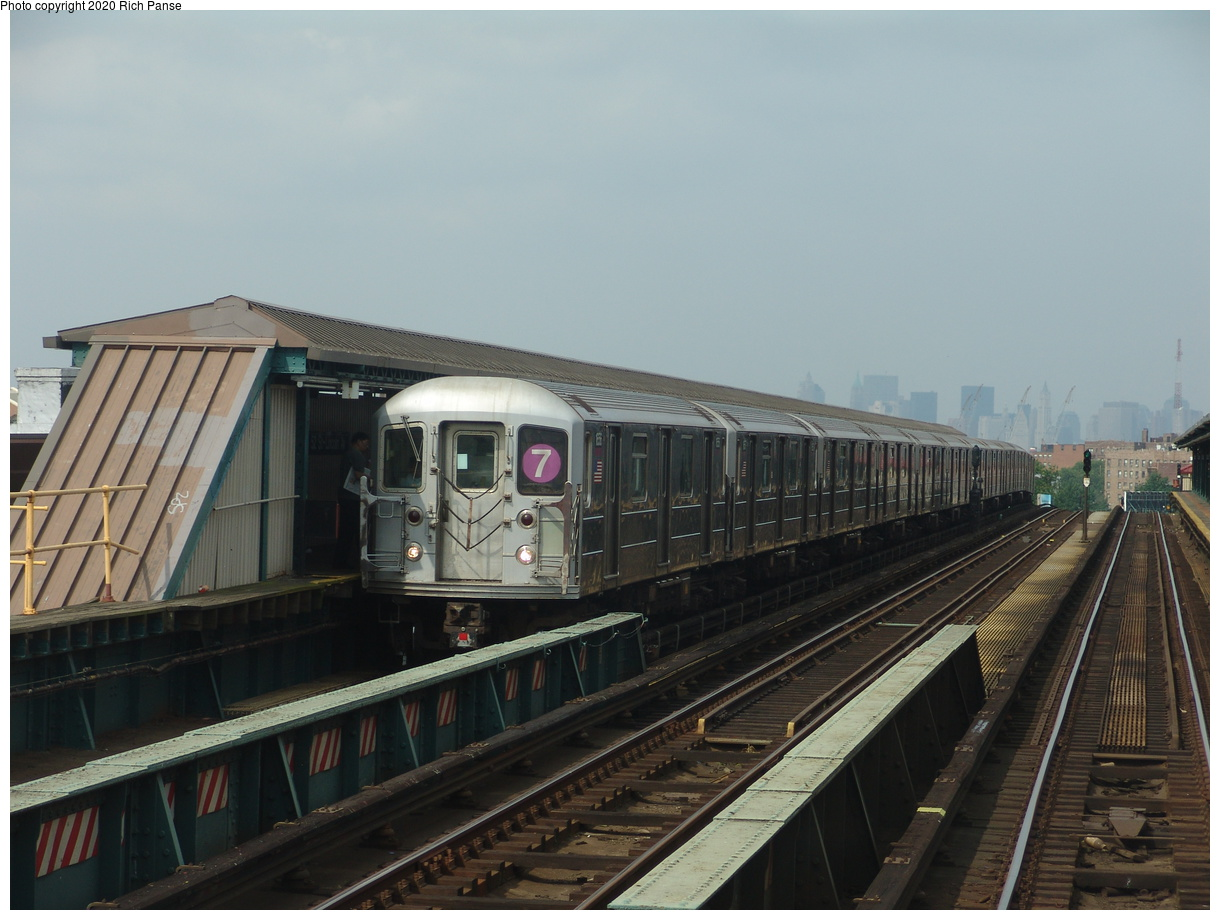(74k, 820x620)<br><b>Country:</b> United States<br><b>City:</b> New York<br><b>System:</b> New York City Transit<br><b>Line:</b> IRT Flushing Line<br><b>Location:</b> 52nd Street/Lincoln Avenue <br><b>Route:</b> 7<br><b>Car:</b> R-62A (Bombardier, 1984-1987)  1656 <br><b>Photo by:</b> Richard Panse<br><b>Date:</b> 6/19/2004<br><b>Viewed (this week/total):</b> 7 / 3453