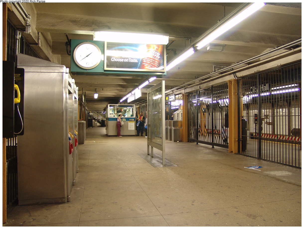 (92k, 820x620)<br><b>Country:</b> United States<br><b>City:</b> New York<br><b>System:</b> New York City Transit<br><b>Line:</b> BMT Broadway Line<br><b>Location:</b> City Hall <br><b>Photo by:</b> Richard Panse<br><b>Date:</b> 6/19/2004<br><b>Viewed (this week/total):</b> 4 / 4339