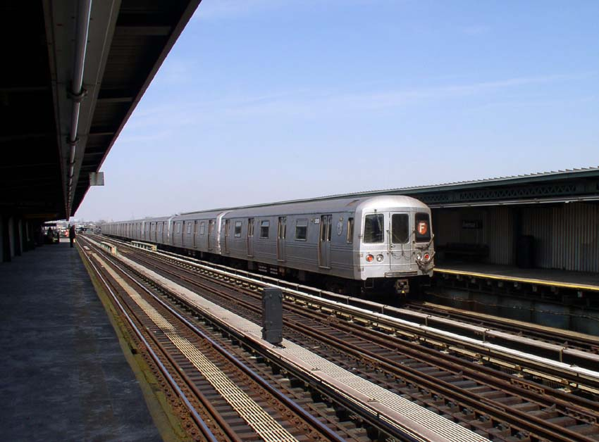 (92k, 850x628)<br><b>Country:</b> United States<br><b>City:</b> New York<br><b>System:</b> New York City Transit<br><b>Line:</b> BMT Culver Line<br><b>Location:</b> Avenue I <br><b>Route:</b> F<br><b>Car:</b> R-46 (Pullman-Standard, 1974-75)  <br><b>Photo by:</b> Christopher Sattler<br><b>Date:</b> 3/24/2004<br><b>Viewed (this week/total):</b> 3 / 2654