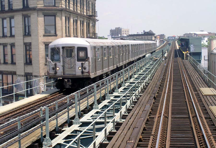 (146k, 900x619)<br><b>Country:</b> United States<br><b>City:</b> New York<br><b>System:</b> New York City Transit<br><b>Line:</b> BMT Myrtle Avenue Line<br><b>Location:</b> Knickerbocker Avenue <br><b>Route:</b> M<br><b>Car:</b> R-42 (St. Louis, 1969-1970)   <br><b>Photo by:</b> Christopher Sattler<br><b>Date:</b> 6/23/2004<br><b>Viewed (this week/total):</b> 1 / 8804