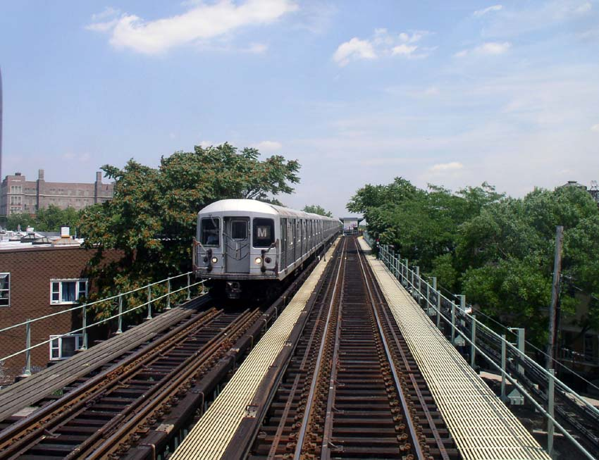 (122k, 850x653)<br><b>Country:</b> United States<br><b>City:</b> New York<br><b>System:</b> New York City Transit<br><b>Line:</b> BMT Myrtle Avenue Line<br><b>Location:</b> Seneca Avenue <br><b>Route:</b> M<br><b>Car:</b> R-42 (St. Louis, 1969-1970)   <br><b>Photo by:</b> Christopher Sattler<br><b>Date:</b> 6/23/2004<br><b>Viewed (this week/total):</b> 2 / 3193