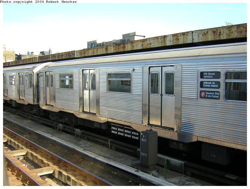 (121k, 820x620)<br><b>Country:</b> United States<br><b>City:</b> New York<br><b>System:</b> New York City Transit<br><b>Line:</b> IND Crosstown Line<br><b>Location:</b> 4th Avenue <br><b>Route:</b> F<br><b>Car:</b> R-32 (Budd, 1964)  3822 <br><b>Photo by:</b> Robert Mencher<br><b>Date:</b> 6/26/2004<br><b>Viewed (this week/total):</b> 2 / 4831