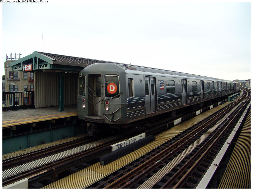 (158k, 1044x788)<br><b>Country:</b> United States<br><b>City:</b> New York<br><b>System:</b> New York City Transit<br><b>Line:</b> BMT West End Line<br><b>Location:</b> 55th Street <br><b>Route:</b> D<br><b>Car:</b> R-68 (Westinghouse-Amrail, 1986-1988)  2576 <br><b>Photo by:</b> Richard Panse<br><b>Date:</b> 7/24/2004<br><b>Viewed (this week/total):</b> 0 / 3006