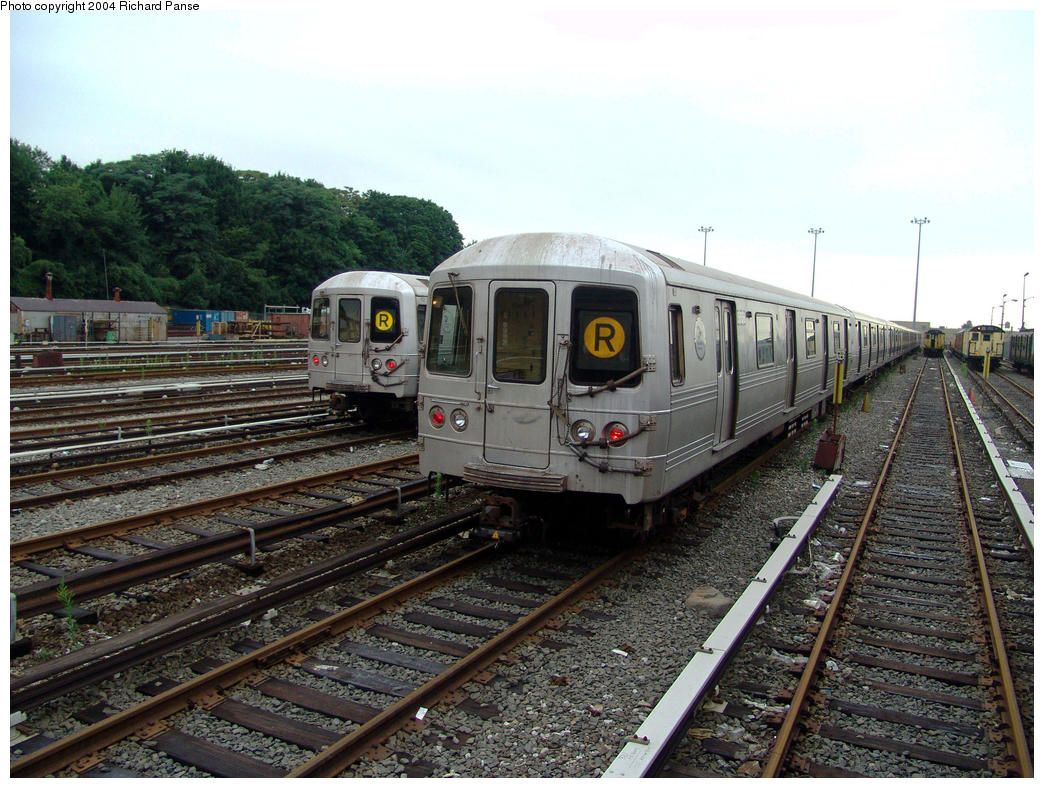 (194k, 1044x788)<br><b>Country:</b> United States<br><b>City:</b> New York<br><b>System:</b> New York City Transit<br><b>Location:</b> 36th Street Yard<br><b>Car:</b> R-46 (Pullman-Standard, 1974-75) 5658 <br><b>Photo by:</b> Richard Panse<br><b>Date:</b> 7/24/2004<br><b>Viewed (this week/total):</b> 8 / 7147