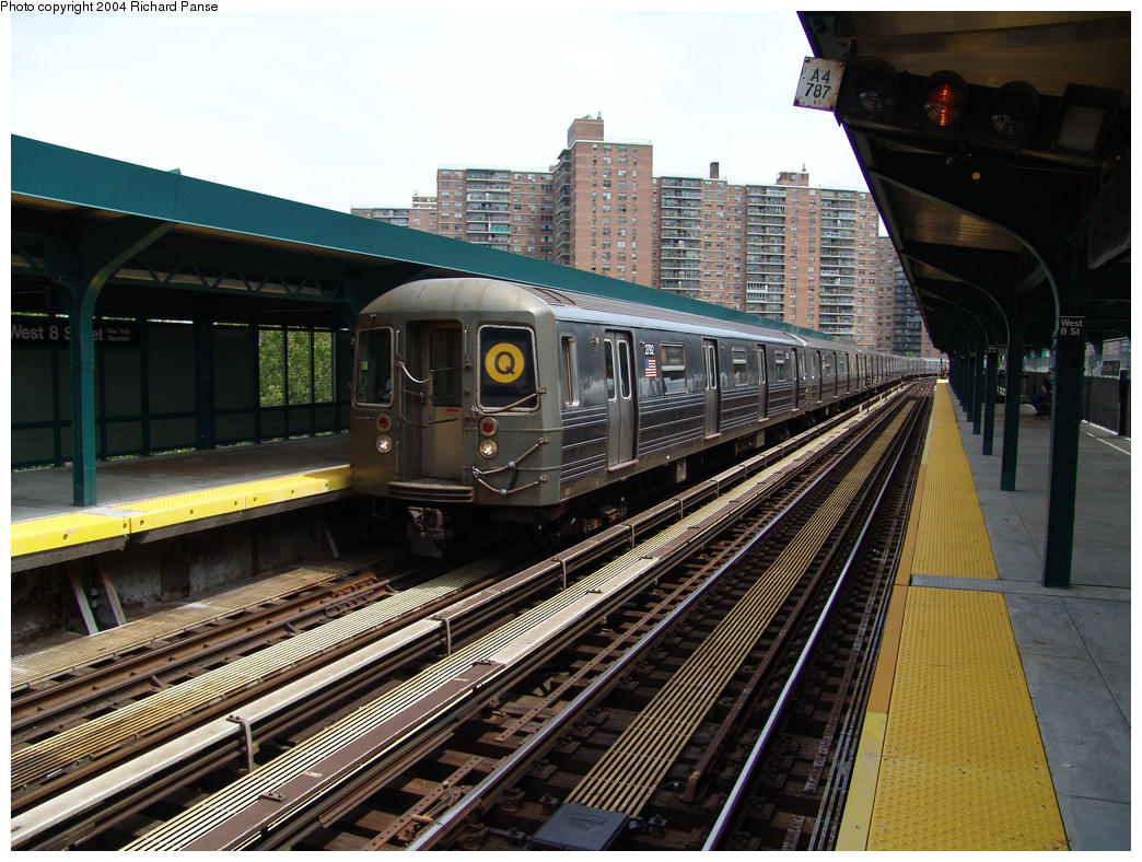 (195k, 1044x788)<br><b>Country:</b> United States<br><b>City:</b> New York<br><b>System:</b> New York City Transit<br><b>Line:</b> BMT Brighton Line<br><b>Location:</b> West 8th Street <br><b>Route:</b> Q<br><b>Car:</b> R-68 (Westinghouse-Amrail, 1986-1988)  2792 <br><b>Photo by:</b> Richard Panse<br><b>Date:</b> 7/25/2004<br><b>Viewed (this week/total):</b> 1 / 2945