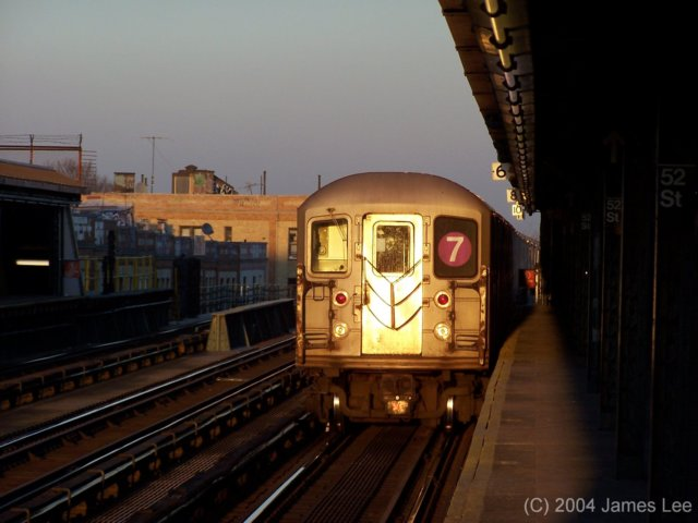 (47k, 640x480)<br><b>Country:</b> United States<br><b>City:</b> New York<br><b>System:</b> New York City Transit<br><b>Line:</b> IRT Flushing Line<br><b>Location:</b> 52nd Street/Lincoln Avenue <br><b>Route:</b> 7<br><b>Photo by:</b> James Lee<br><b>Date:</b> 7/2004<br><b>Viewed (this week/total):</b> 0 / 2464