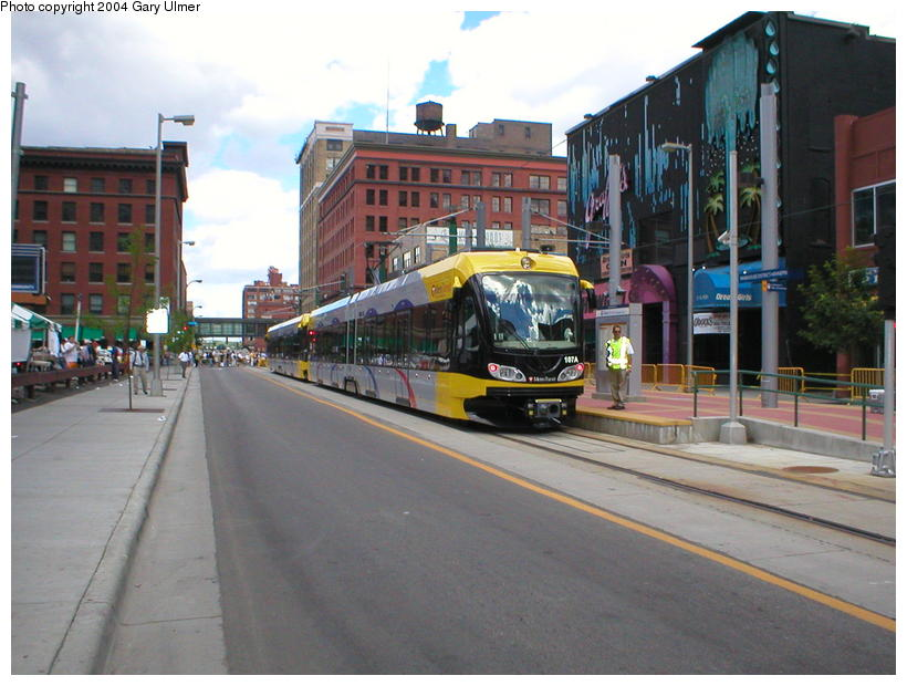 (93k, 820x620)<br><b>Country:</b> United States<br><b>City:</b> Minneapolis, MN<br><b>System:</b> MNDOT Light Rail Transit<br><b>Line:</b> Hiawatha Line<br><b>Location:</b> <b><u>Warehouse District/Hennepin Ave </b></u><br><b>Photo by:</b> Gary Ulmer<br><b>Date:</b> 6/24/2004<br><b>Viewed (this week/total):</b> 0 / 3309