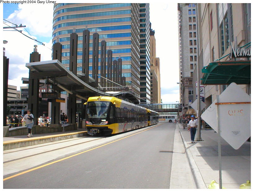 (108k, 820x620)<br><b>Country:</b> United States<br><b>City:</b> Minneapolis, MN<br><b>System:</b> MNDOT Light Rail Transit<br><b>Line:</b> Hiawatha Line<br><b>Location:</b> <b><u>Nicollet Mall </b></u><br><b>Photo by:</b> Gary Ulmer<br><b>Date:</b> 6/24/2004<br><b>Viewed (this week/total):</b> 2 / 2301