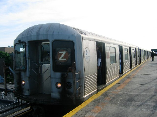 (58k, 640x480)<br><b>Country:</b> United States<br><b>City:</b> New York<br><b>System:</b> New York City Transit<br><b>Line:</b> BMT Nassau Street/Jamaica Line<br><b>Location:</b> Alabama Avenue <br><b>Route:</b> Z<br><b>Car:</b> R-42 (St. Louis, 1969-1970)  4916 <br><b>Photo by:</b> Dante D. Angerville<br><b>Date:</b> 5/20/2004<br><b>Viewed (this week/total):</b> 4 / 3900