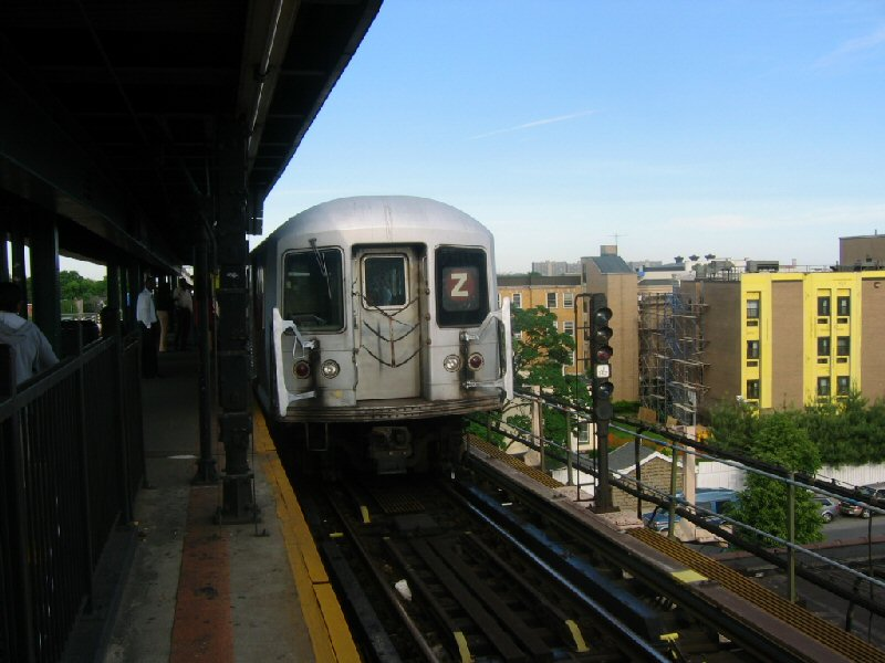 (88k, 800x600)<br><b>Country:</b> United States<br><b>City:</b> New York<br><b>System:</b> New York City Transit<br><b>Line:</b> BMT Nassau Street/Jamaica Line<br><b>Location:</b> Alabama Avenue <br><b>Route:</b> Z<br><b>Car:</b> R-42 (St. Louis, 1969-1970)   <br><b>Photo by:</b> Dante D. Angerville<br><b>Date:</b> 5/20/2004<br><b>Viewed (this week/total):</b> 0 / 3443