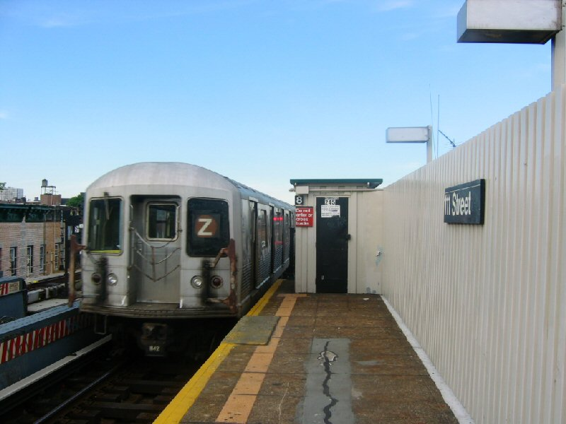 (76k, 800x600)<br><b>Country:</b> United States<br><b>City:</b> New York<br><b>System:</b> New York City Transit<br><b>Line:</b> BMT Nassau Street/Jamaica Line<br><b>Location:</b> 111th Street <br><b>Route:</b> Z<br><b>Car:</b> R-42 (St. Louis, 1969-1970)   <br><b>Photo by:</b> Dante D. Angerville<br><b>Date:</b> 5/20/2004<br><b>Viewed (this week/total):</b> 0 / 4142